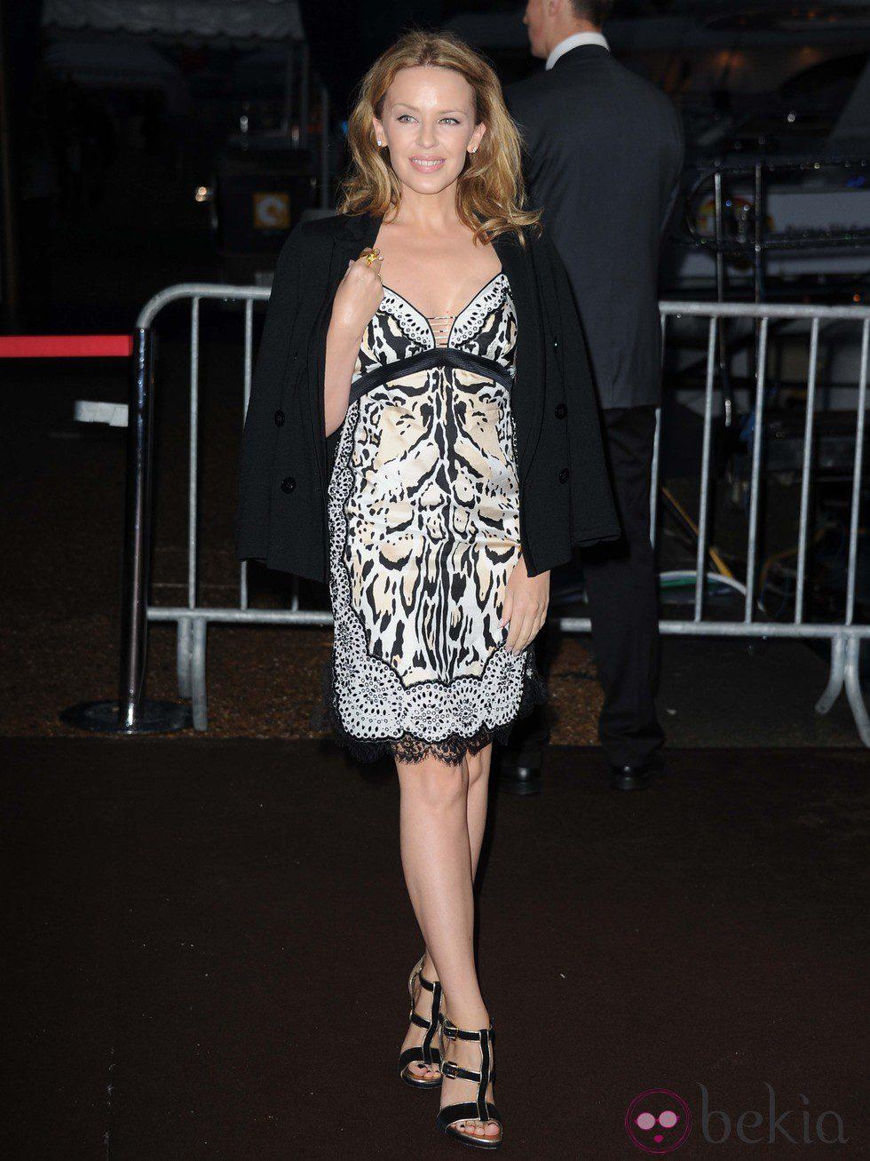 Kylie Minogue en la fiesta en el yate de Roberto Cavalli en Cannes
