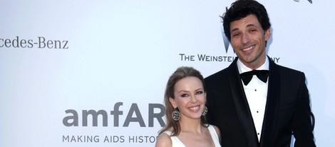 Kylie Minogue y Andrés Velencoso en la gala amfAR del Festival de Cannes 2013