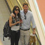 Pilar Rubio y Sergio Ramos en un centro comercial de Madrid
