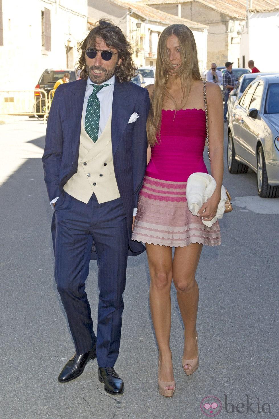 Javier Hidalgo y su novia durante la boda de Israel Bayon y Cristina Sainz