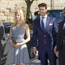 Aitor Ocio y Cristina Tossio durante la boda de Israel Bayon y Cristina Sainz