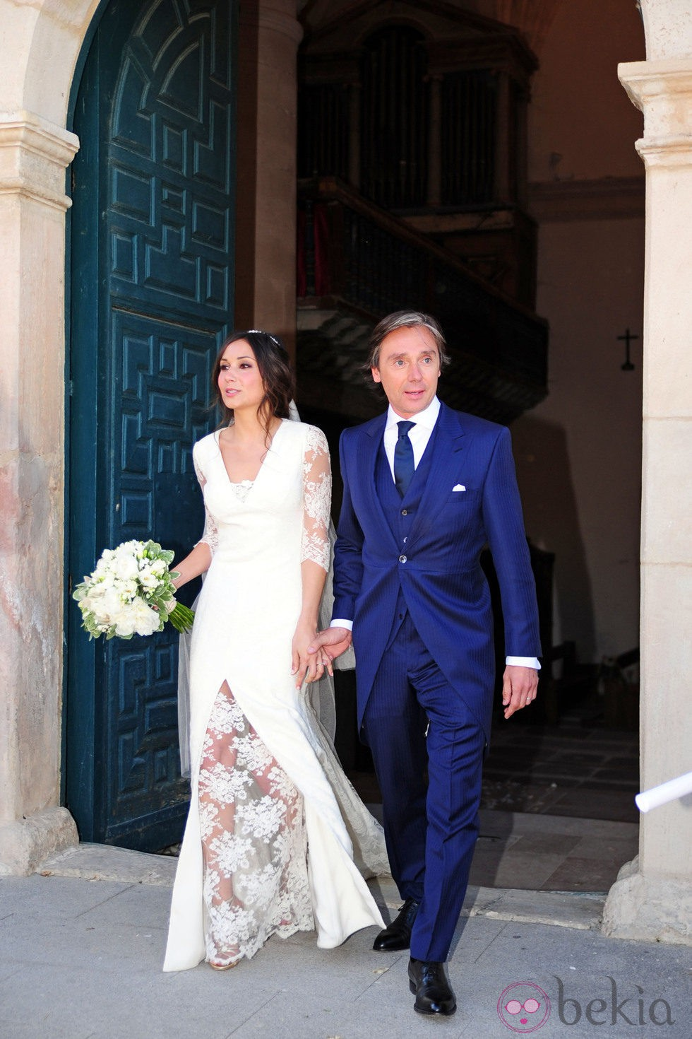 Israel Bayon y Cristina Sainz a su salida de la iglesia tras contraer matrimonio