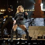 Rihanna bailando en su concierto en Bilbao dentro de su gira 'Diamonds World Tour'