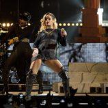 Rihanna bailando en su concierto en Bilbao dentro de su gira 'Diamonds World Tour'