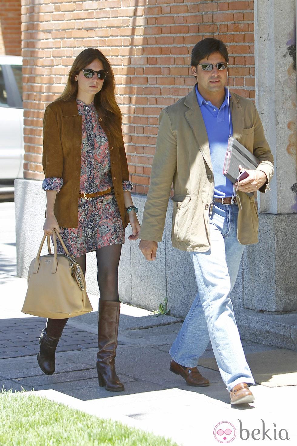 Fran Rivera y Lourdes Montes paseando por las calles de Madrid