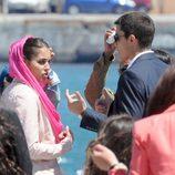 Hiba Abouk y Álex González en la grabación de 'El Príncipe' en Ceuta