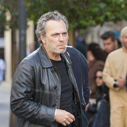 José Coronado fumando en la grabación de 'El Príncipe' en Madrid