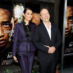 Bruce Willis y su pareja Emma Heming en el estreno de 'After Earth' en Nueva York