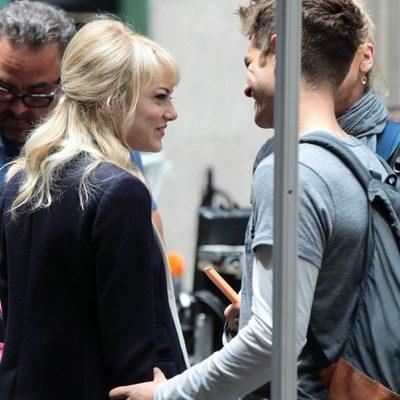 Emma Stone y Andrew Garfield se dedican tiernas miradas en el rodaje de 'The Amazing Spider-Man 2'