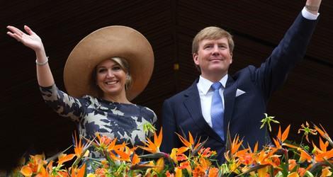 Guillermo Alejandro y Máxima de Holanda en Utrecht un mes después de la coronación