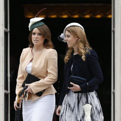 Las Princesas Beatriz y Eugenia de York en una garden party