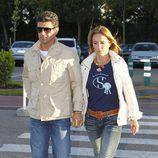 Cristina Sánchez y Alejandro Da Silva en el tanatorio de Mario Biondo