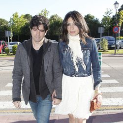 Marta Fernández y Eduardo Chapero-Jackson en el tanatorio de Mario Biondo