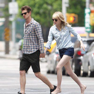 Andrew Garfield y Emma Stone pasean cogidos de la mano por Nueva York
