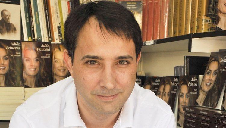 David Rocasolano firma ejemplares de 'Adiós, Princesa' en la Feria del Libro de Madrid 2013