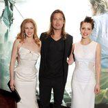 Mireille Enos, Brad Pitt y Daniella Kertesz en la premiere de 'Guerra Mundial Z' en Londres
