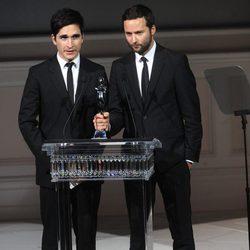 Jack McCollough y Lazaro Hernandez en los Premios CFDA 2013