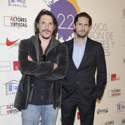 Sergio Peris Mencheta y Juan Diego Botto en la alfombra roja de los Premios Unión de Actores 2012
