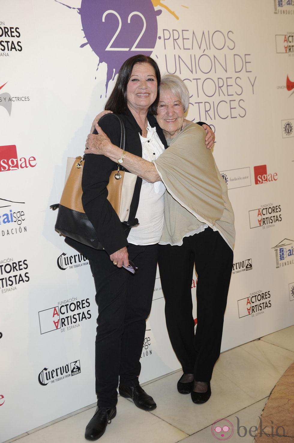 Asunción Balaguer y Teresa Rabal en la alfombra roja de los Premios Unión de Actores 2012
