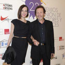 Natalia Millán acompañada en la alfombra roja de los Premios Unión de Actores 2012