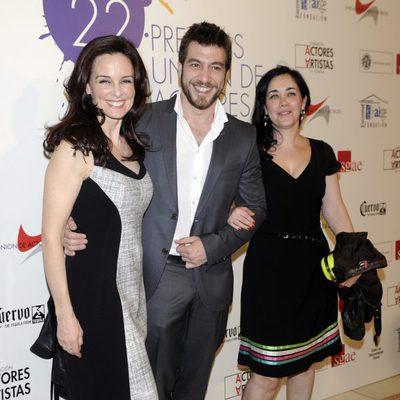 Silvia Marsó acompañada en la alfombra roja de los Premios Unión de Actores 2012