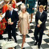 Los Duques de Cambridge y el Príncipe Harry en la misa por el 60 aniversario de la coronación de Isabel II