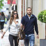 Malena Costa y Mario Suárez durante un paseo por Madrid