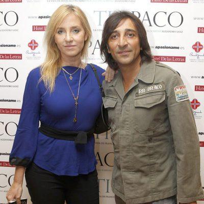 Antonio Carmona y Mariola Orellana en la presentación del libro 'Tío Paco'