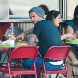 David Beckham comiendo en una terraza de Nueva York