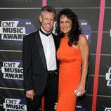 Randy Travis y Mary Beougher en los CMT Awards 2013