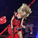 Taylor Swift actuando en los CMT Awards 2013