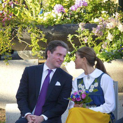 Magdalena de Suecia y Chris O'Neill se dedican una tierna mirada en el Día Nacional de Suecia 2013