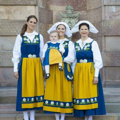 Las Princesas Magdalena, Estela y Victoria y la Reina Silvia en el Día Nacional de Suecia 2013