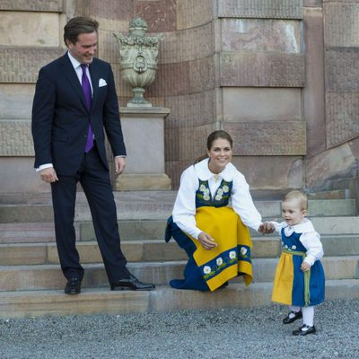 Chris O'Neill y la Princesa Magdalena con la Princesa Estela en el Día Nacional de Suecia 2013