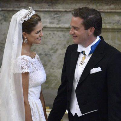 Miradas cómplices entre la Princesa Magdalena de Suecia y Chris O'Neill durante su boda