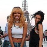 Rihanna posa sin sujetador junto a la Torre Eiffel