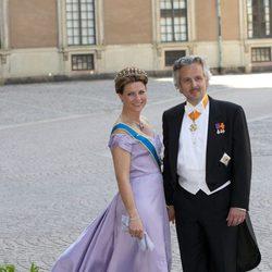 La Princesa Marta Luisa de Noruega y Ari Behn en la boda de Magdalena de Suecia y Chris O'Neill
