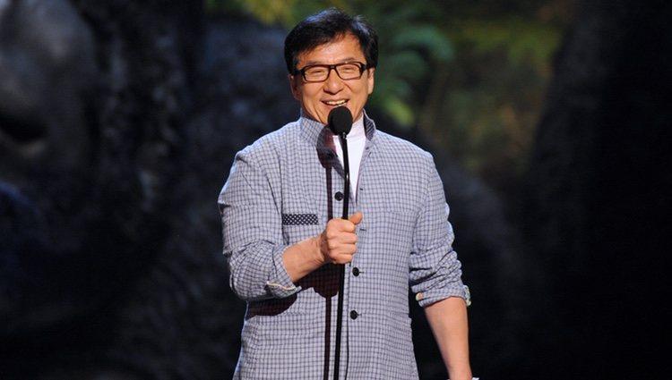 Jackie Chan a su llegada a los Guys Choice Awards 2013