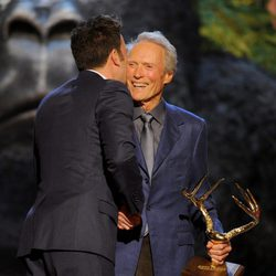 Clint Eastwood recibe un premio en los Guys Choice Awards 2013