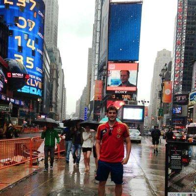 Iker Casillas en Times Square durante un paseo por Nueva York antes del amistoso España-Irlanda