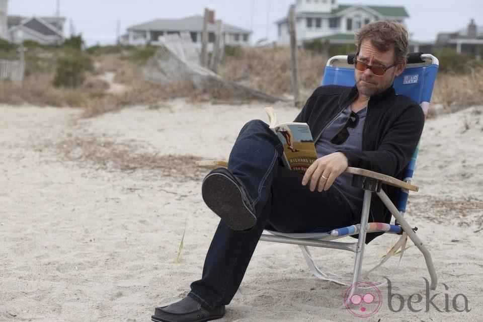 Greg Kinnear en una escena de 'Un invierno en la playa'