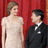 La Princesa Letizia y Naruhito de Japón se dedican una sonrisa en una cena de gala