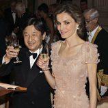 Naruhito de Japón y la Princesa Letizia brindando en una cena de gala en el Palacio Real