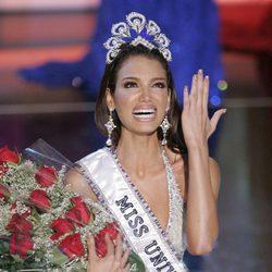 Zuleyka Rivera en su coronación como Miss Universo 2006