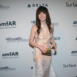 Carly Rae Jepsen en la gala amfAR 2013 de Nueva York