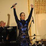 Jennifer Lopez actuando en la gala amfAR 2013 de Nueva York