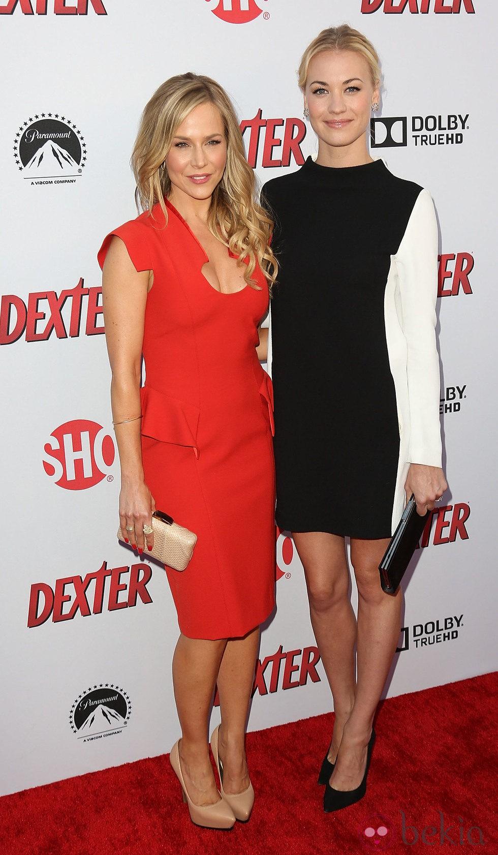 ¿Cuánto mide Julie Benz? - Real height 42843_julie-benz-yvonne-strahovski-presentacion-8-temporada-serie-dexter