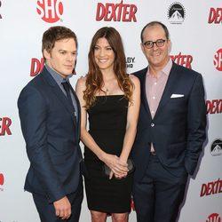 Michael C. Hall, Jennifer Carpenter y David Nevins en la presentación de la octava temporada