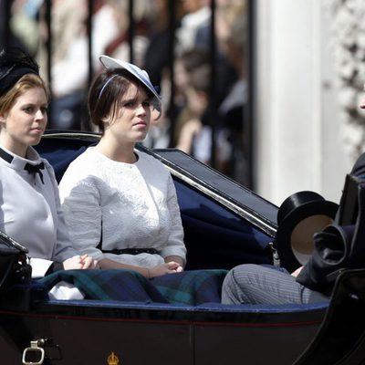 El Príncipe Andrés y las Princesas de York en Trooping the Colour 2013