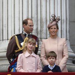 Los Condes de Wessex y sus hijos en Trooping the Colour 2013